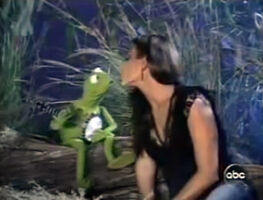 Kiss Christina Cindrich and Kermit