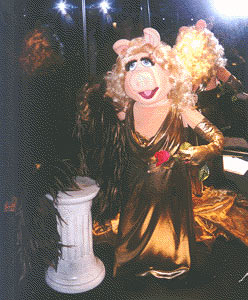 File:TheVisionOfJimHenson-Gera-miss-piggy.jpg