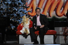 CMA-Country-Christmas-MissPiggy&VinceGill-(2011-11-10)-01