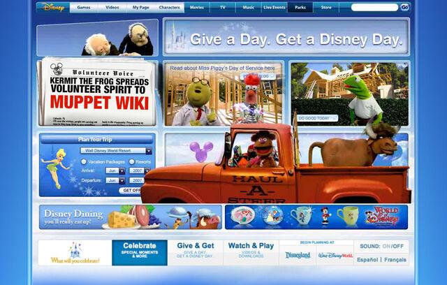 File:Disneyparksgive.com-04.jpg