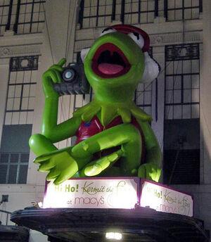 Kermit Frogtographer balloon