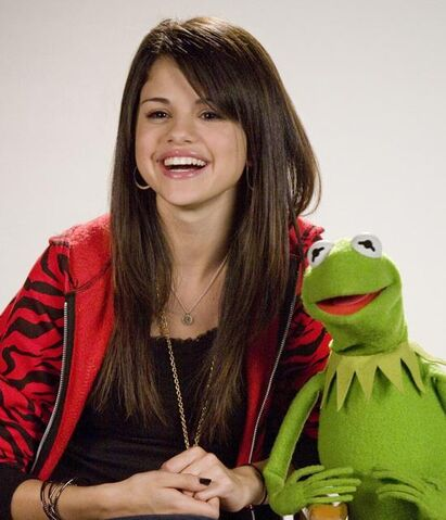 File:Selena Gomez and Kermit the Frog.jpg