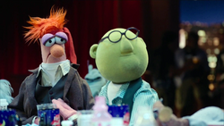 TheMuppets-S01E04-Beaker&Bunsen-SwappedClothes