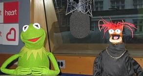Kermit&Pepe-HeartBreakfast