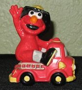 Enesco 1993 salt pepper shakers elmo fire truck 1