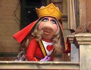 File:Miss-piggy-queen.jpg