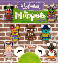 Vinylmation-Pins-02-(2011)