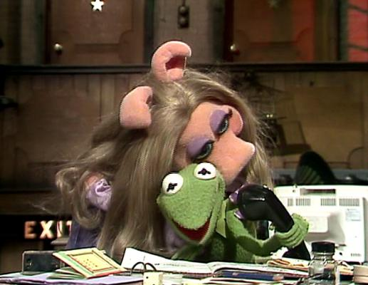File:304 kermit and piggy stuck.jpg