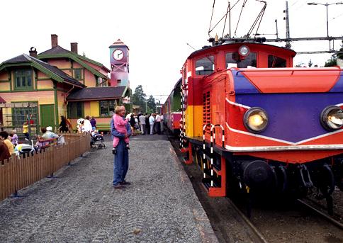 File:Sesam stasjon tog.jpg