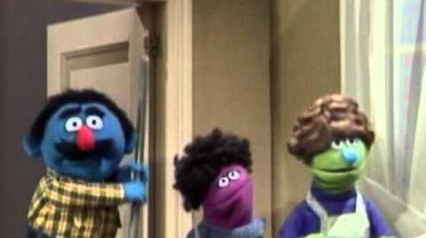 Sesame Street Daddy Helps With The Dishes
