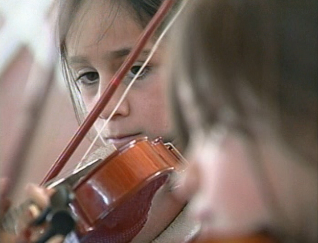 File:GirlsViolin.jpg