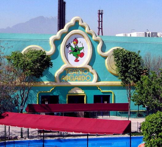 File:Parque-plaza-sesamo-teatro-abelardo.jpg