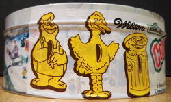 Wilton 1979 cookie cutters tin 6