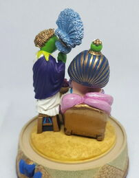 Franklin mint music box bell jar muppets on the nile cleopatra piggy 2