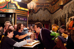 TheMuppets-JasonSegel-31stBirthday-Surprise