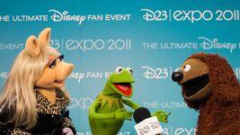 D23Expo-BackstagePhoto-MissPiggy-Kermit-Rowlf-(2011-08-19)