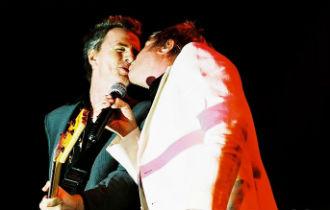 File:Duran duran kiss.jpg