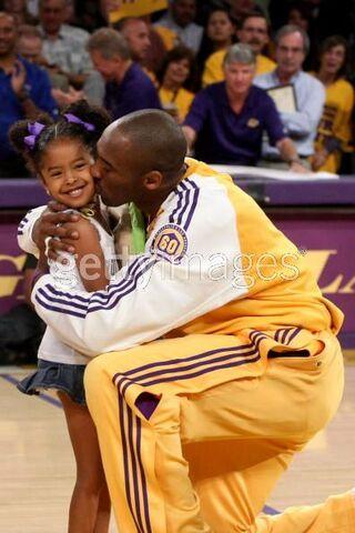 File:Kobe kissing Natalia.jpg