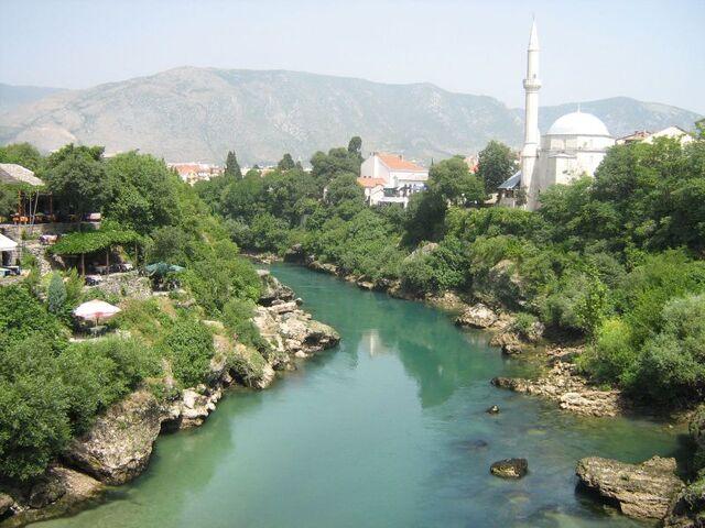 File:Neretva at Mostar2.jpg