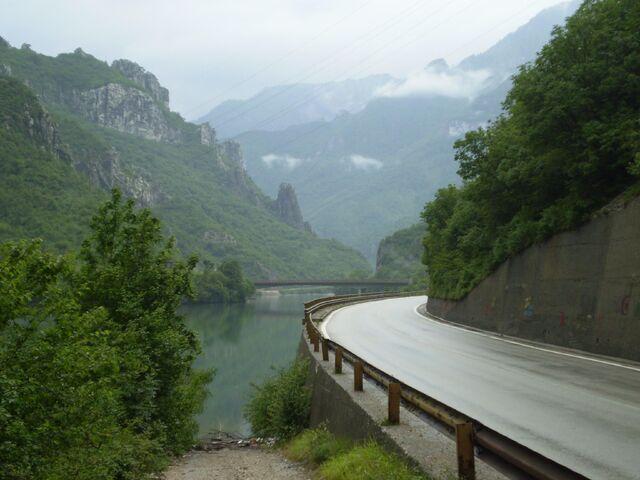 File:Aleksin Han most - iz pravca Glogošnice - Neretva canyon (2375927).jpg