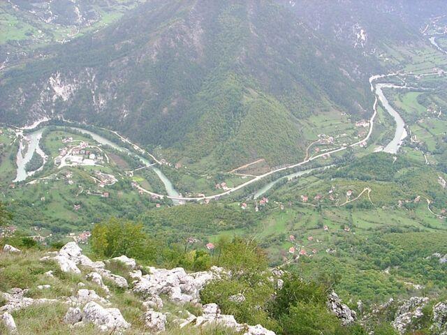 File:Pogled sa Zljebine na Glavaticevo ravno ispod (PIC 0047).jpg
