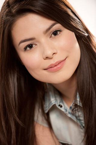 File:Miranda Cosgrove MTV photoshoot (2010) -8.jpg