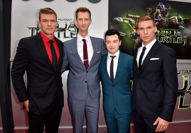 File:Movies-tmnt-premiere-alan-ritchson-jeremy-howard-noel-fisher.jpg