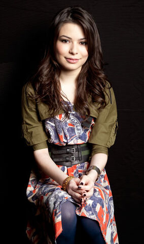 File:Miranda Cosgrove MTV photoshoot (2011) -4.jpg