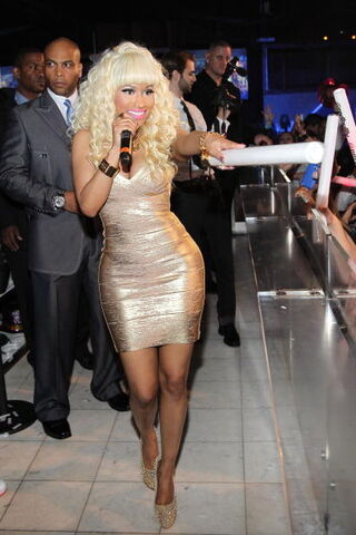 File:Nicki at pure 2.jpg