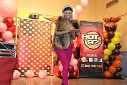 Nicki-minaj-hands-out-free-turkeys-to-her-old-school-in-queens