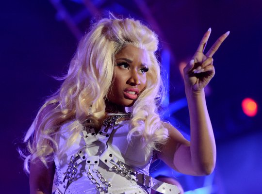 File:Nicki Pink Friday Tour peace.jpg