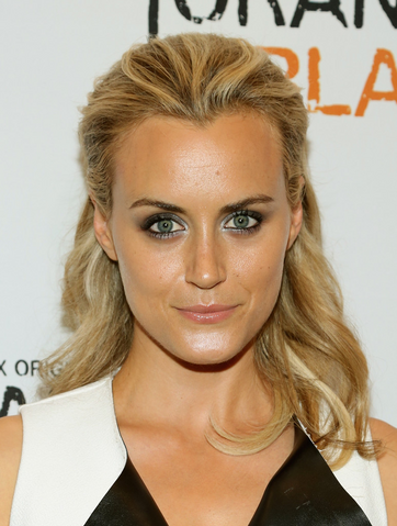 File:Taylor Schilling.png
