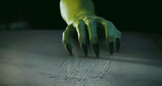 File:Wicked-witch-hand-scratch~2.jpg