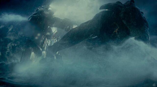File:Jaegar fighting a Kaiju.jpg