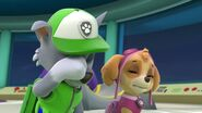 PAW.Patrol.S01E16.Pups.Save.Christmas.720p.WEBRip.x264.AAC 462395