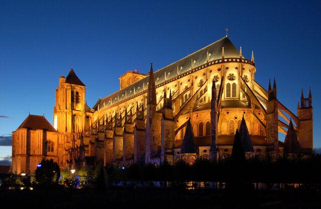 File:Kathedrale Bourges v2.jpg