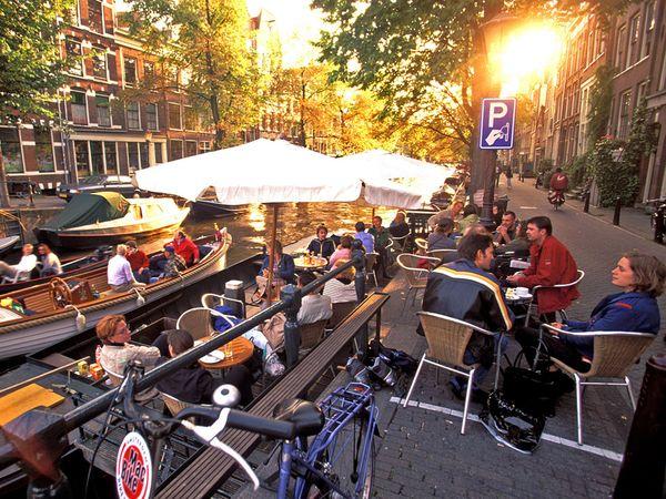 File:Amsterdam-cafe-tsmalle 1577 600x450.jpg