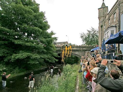 0 around edinburgh - stockbridge duck race 037367