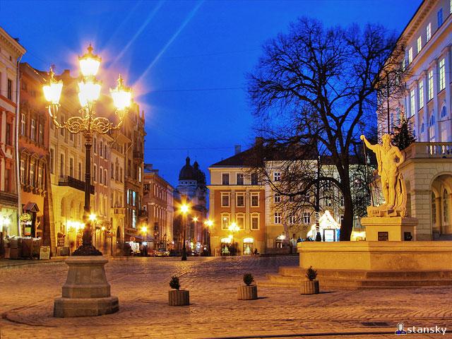 File:Lviv nightStreet1.jpg