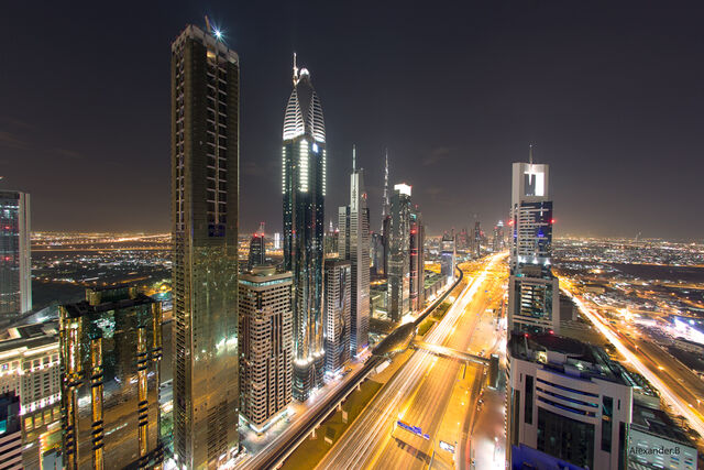 File:Night view of Sheikh Zayed's Rd, from the Sky Bar at the Four Seasons.jpg