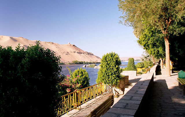 File:800px-Aswan, Kitchener's Island, view to Nile's west bank, Egypt, Oct 2004.jpg