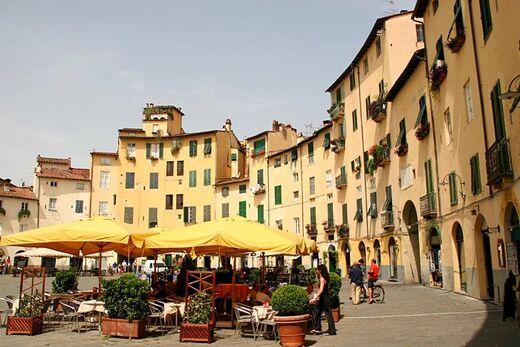 Lucca-anfiteatro-italy