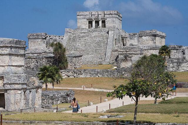 File:Pyramid El Castillo.jpg