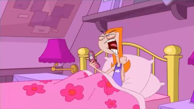 File:Candace screaming horsely over the phone.jpg