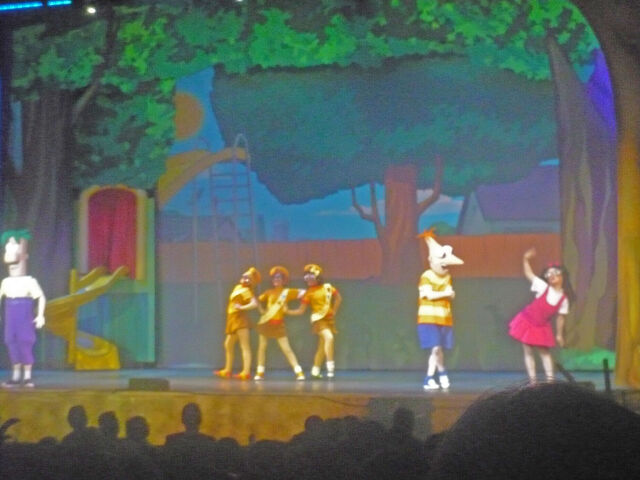 File:Phineas and ferb live 010.JPG
