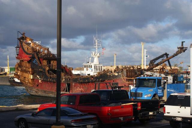 File:Queen Annes Revenge In Harbor.jpg