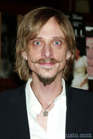 File:Mackenzie crook 2104173.jpg