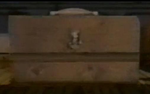 File:The brown toolbox.jpg