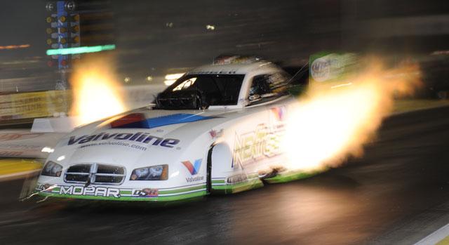 File:NHRA nitro funny car 3.986&320.58mph 1000ft record holder NHRA photo.jpg