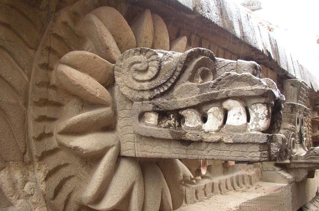 File:Cabeza de Quetzalcoatl Teotihuacan.jpg